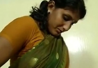 An indian mallu hot neighbour bhabhi teaching how to perturb saree