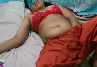 Swathi Indian Bhabhi In Red Shalwar Suit Masturbation